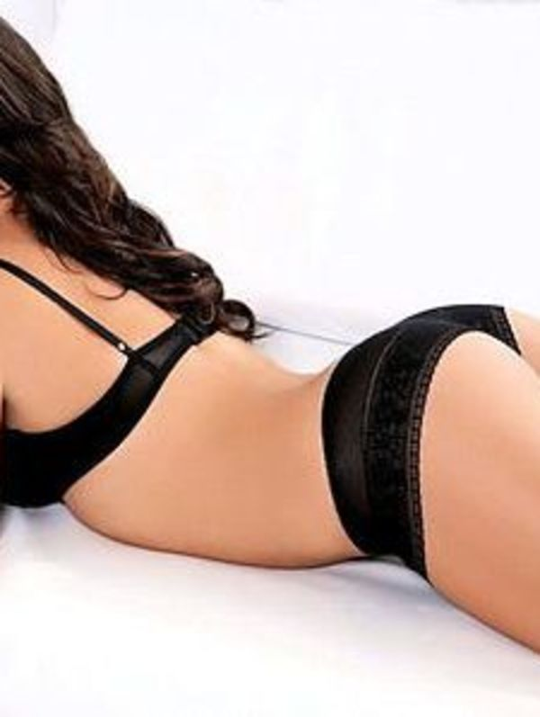 New Zealand Escorts Enjoy To Put On Sexy Red Lingerie
