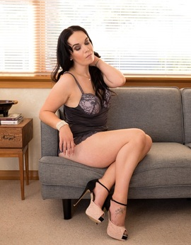 View Jade, South Island Escort | Tel: 02041917278