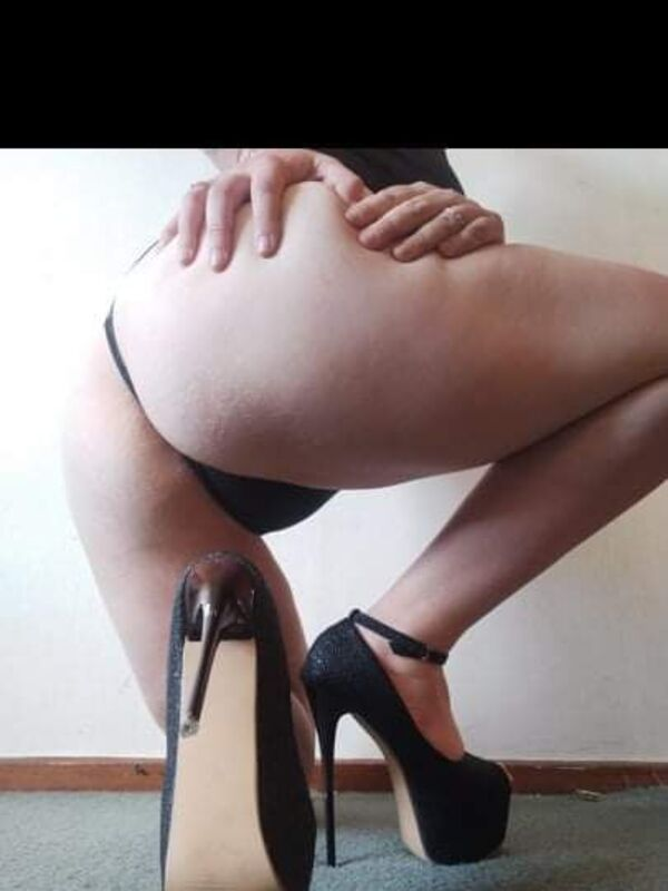 View Holly Holmes, South Island Escort | Tel: 0221290946